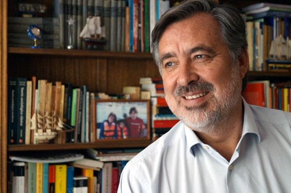 Alejandro Guillier se consolida como político mejor evaluado