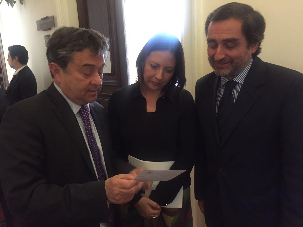 Senador Coloma se reúne con ministra de Economía (s) y Gerente General de Sercotec en busca de ayuda para damnificados de incendio en Persa Estación