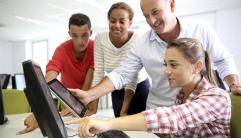 Capacitación tecnológica reciben educadores en la región