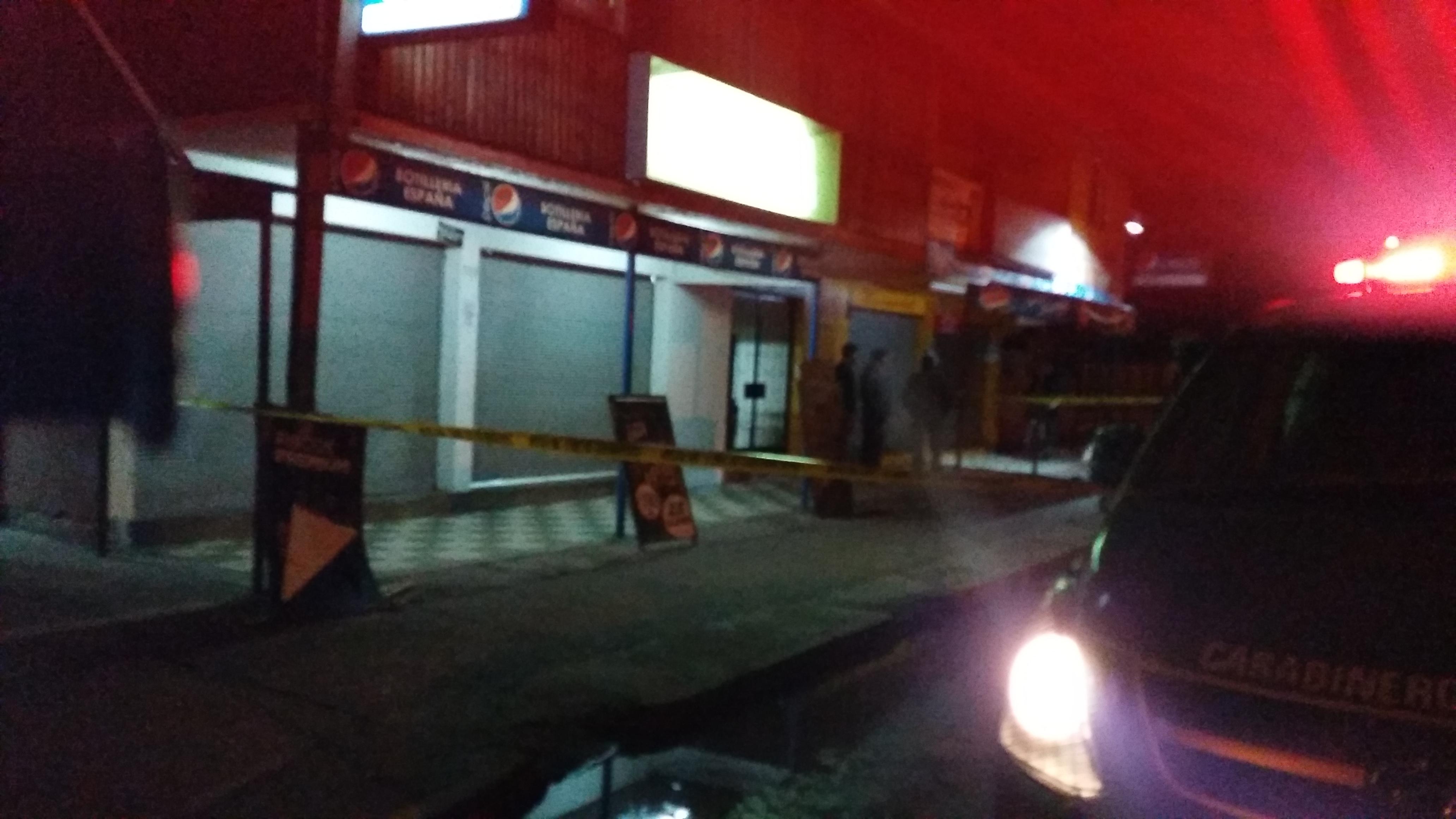 Violento asalto a mano armada, deja herida a bala a dueña de botillería en barrio Independencia de Talca.