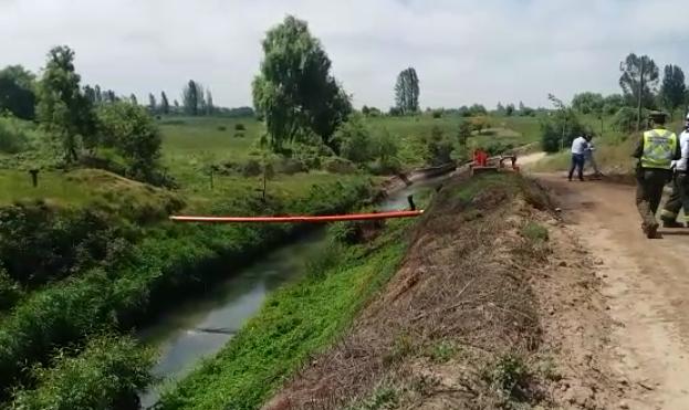 Comienza regularización de flujos de canales afectados por rotura de oleoducto en Río Claro