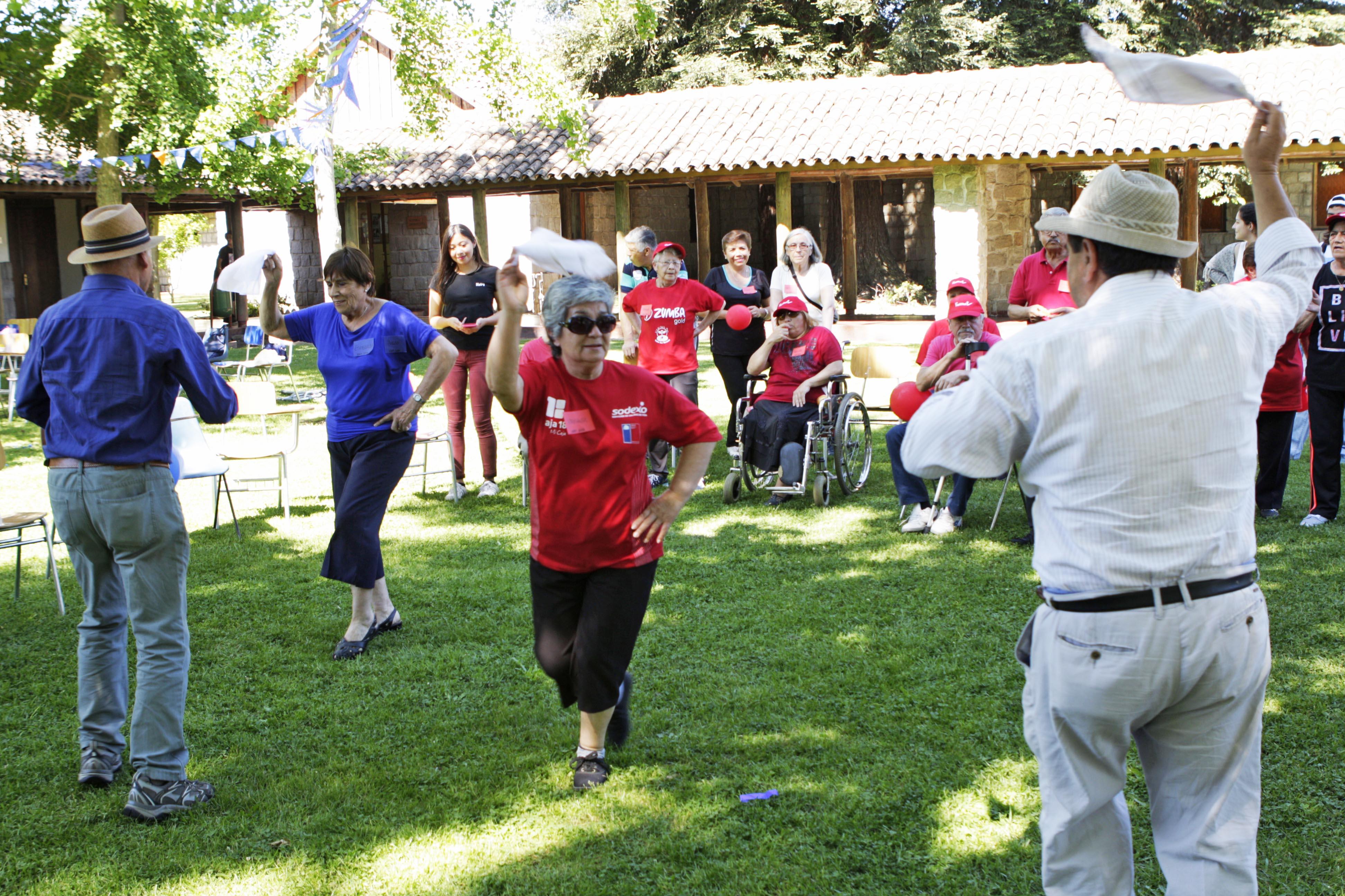 Adultos mayores disfrutaron en Olimpiadas  organizadas por estudiantes UCM
