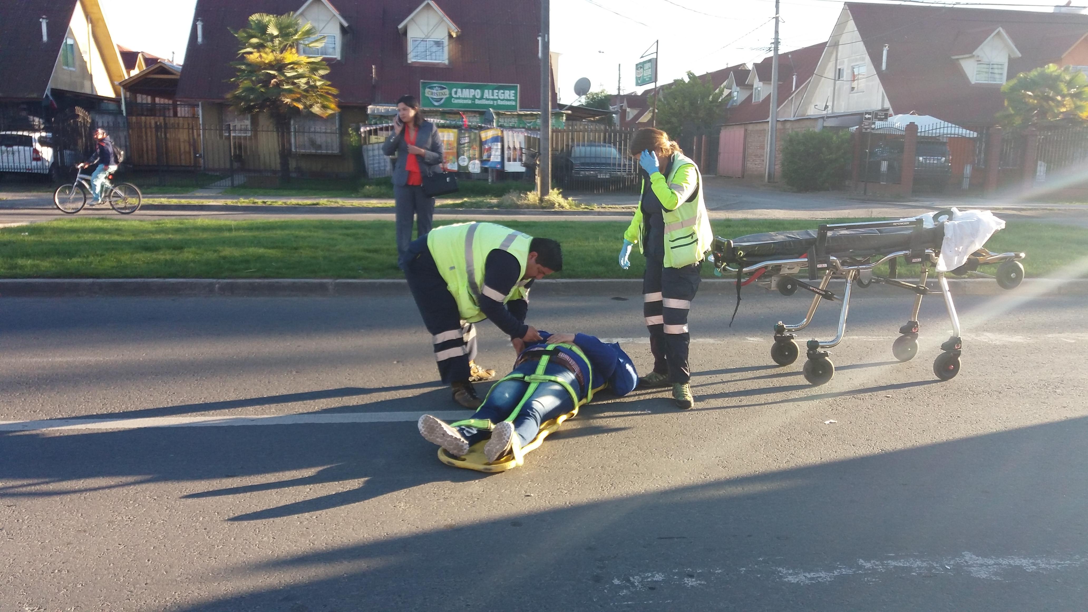 Mujer ciclista resulta herida, tras ser colisionada por automóvil en sector poniente de Talca