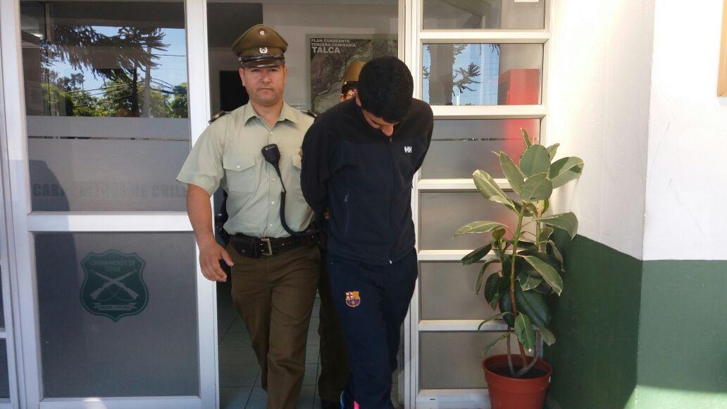 """Carabineros detiene a """"Topo"""" que intentó robar en farmacia de Talca."""