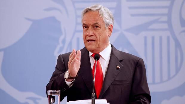 Piñera lidera carrera presidencial y Guillier avanza