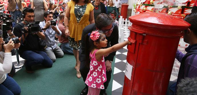 Las cartas al viejo Pascuero ya están siendo entregadas en correos Chile