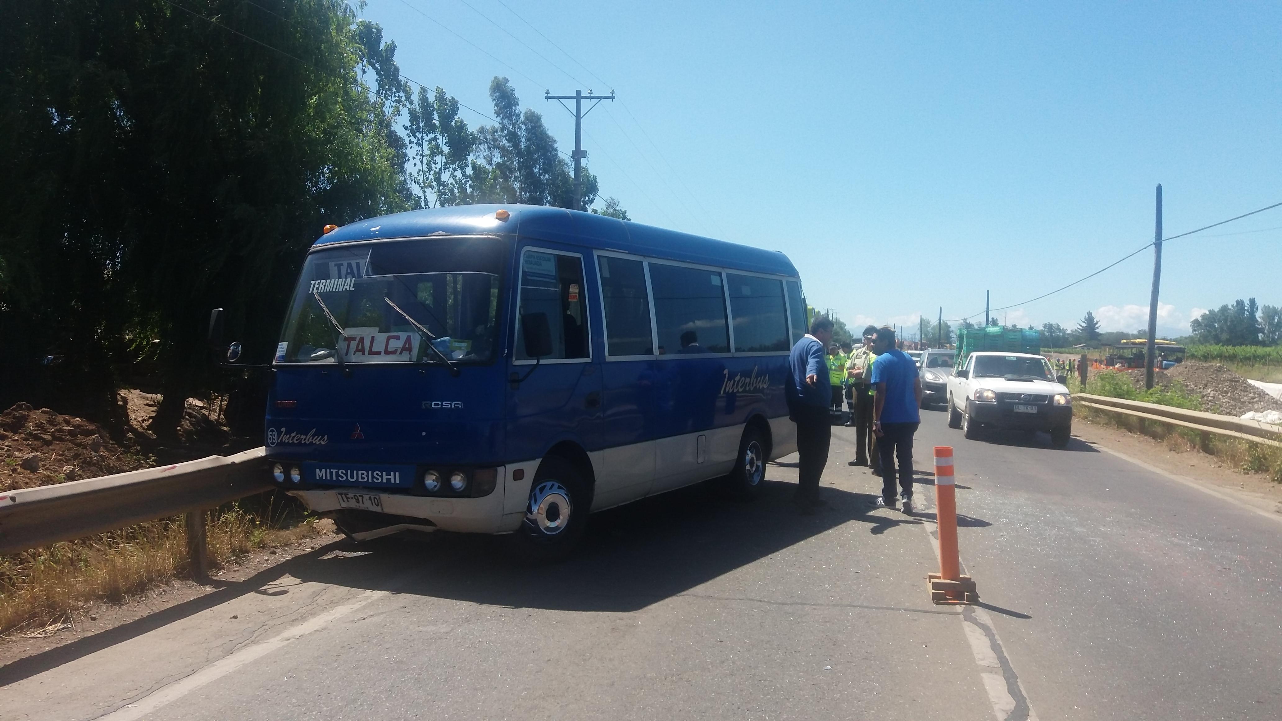 6 PASAJEROS HERIDOS, DEJA COLISIÓN POR ALCANCE ENTRE MINIBUS Y CAMIÓN EN RUTA TALCA-SAN CLEMENTE