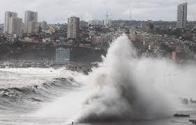 Olas de 4 metros de altura se esperan debido a las marejadas en costas chilenas
