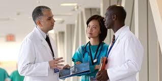 150 Médicos extranjeros notificados de despido