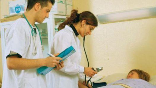 Colegio Médico rechaza propuesta del Minsal para asignar campos clínicos