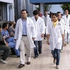 Nuevo plazo para médicos sin Eunacom que debían salir del sistema