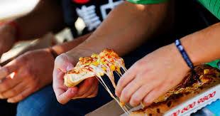 Beca Junaeb: 21 mil millones han gastado los estudiantes en comida rápida