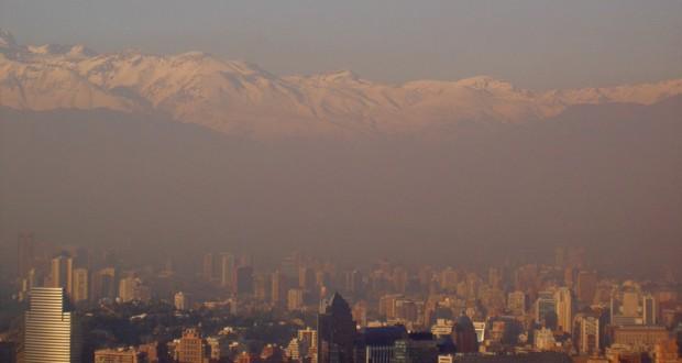 """45,9% de los chilenos cataloga que la calidad del aire es """"pésima"""""""