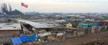 18% de los chilenos cree que la pobreza se relaciona con flojera