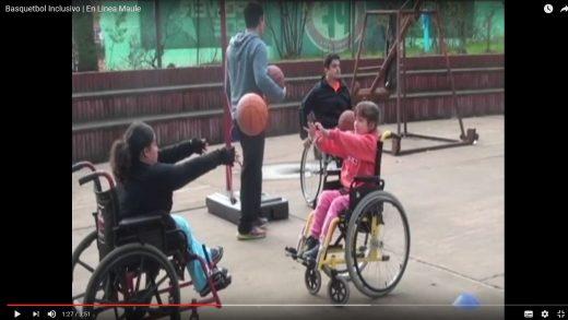 [Video] Jóvenes que practican básquetbol en silla de ruedas, no cuentan con lugar cerrado para continuar sus prácticas.