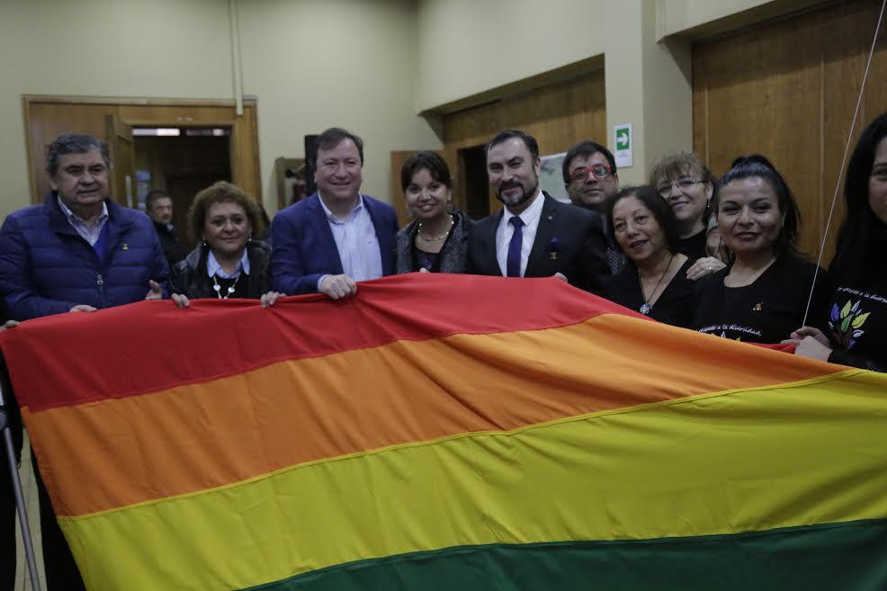 Municipio talquino firmó compromiso con Movilh Maule