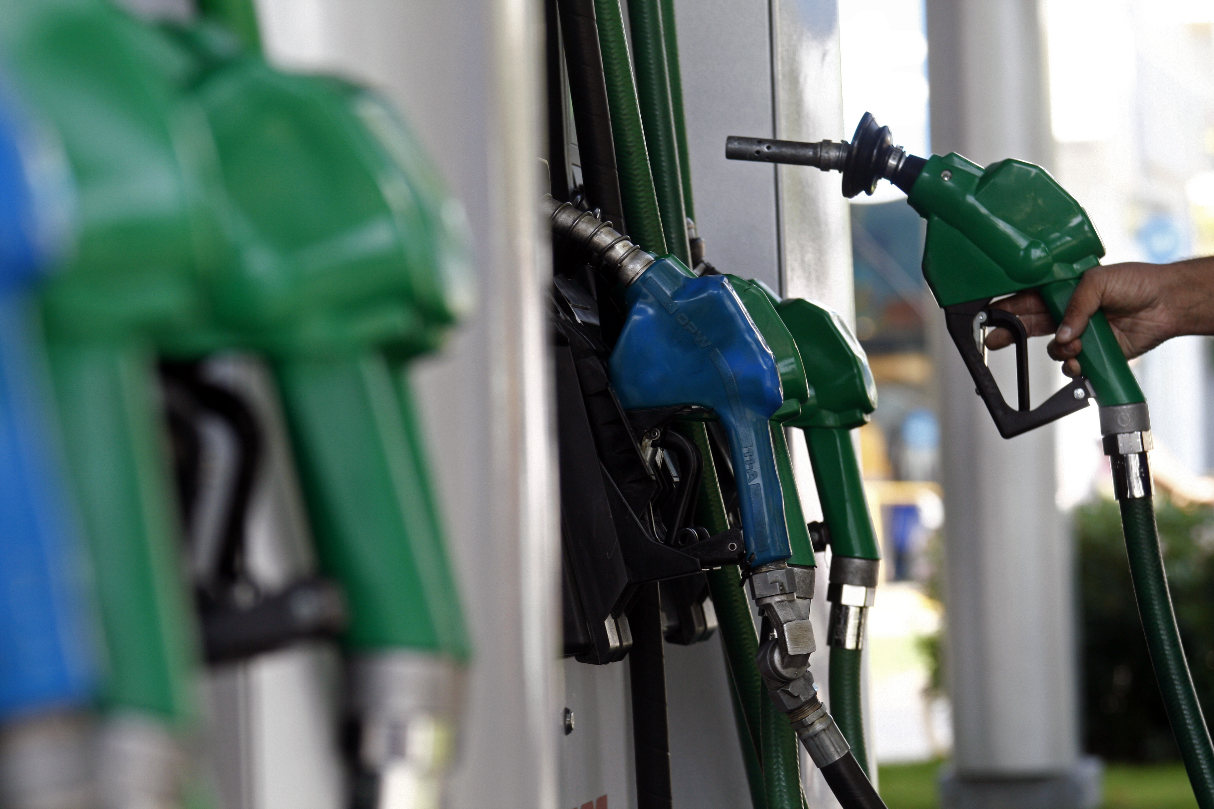 Baja en precio de los combustibles