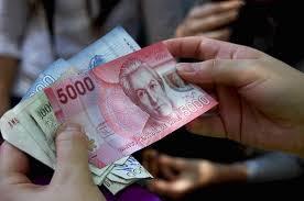 INE: Los chilenos ganan menos de 350 mil pesos