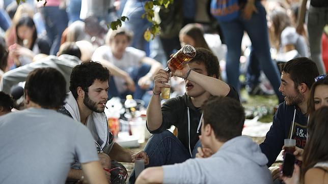 Encuesta Injuv:  54% de los jóvenes no cree que tomando se pasa mejor