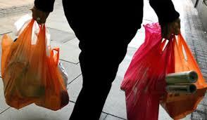 Proyecto buscaría que el comercio entregue gratis bolsas reciclables