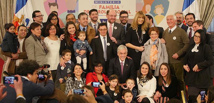Presidente Piñera firma proyecto que crea el ministerio de la Familia