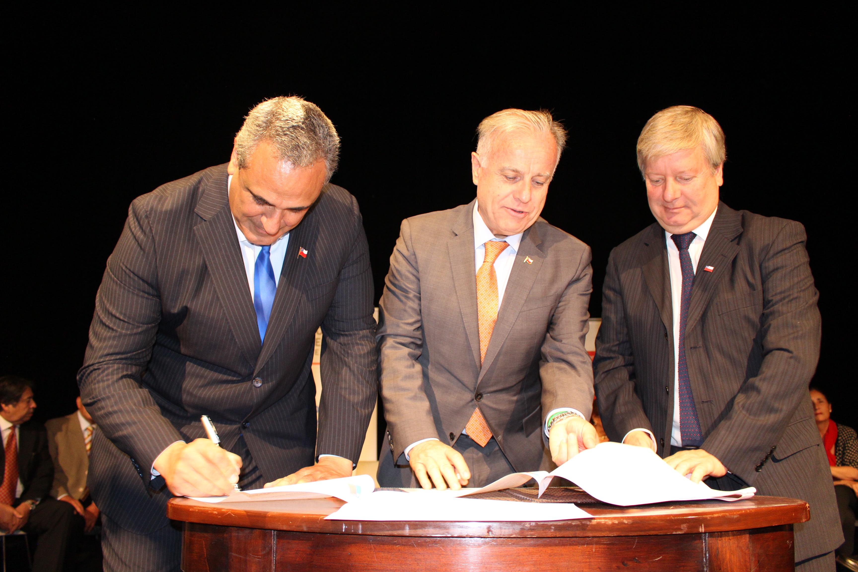 Minsal firmó convenio con GORE para mejorar red asistencial en el Maule