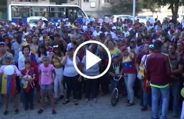 Venezolanos en Chile reconocen a Juan Guaidó como presidente y piden que las fuerzas armadas saquen del palacio de gobierno a Nicolás Maduro
