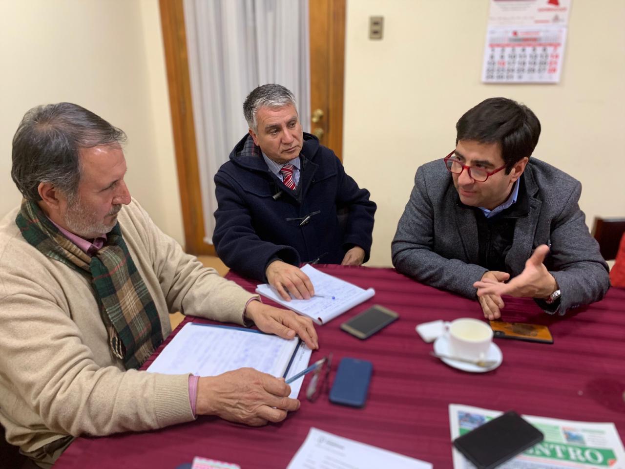 Asociación de municipalidades y profesores buscan terminar con el paro