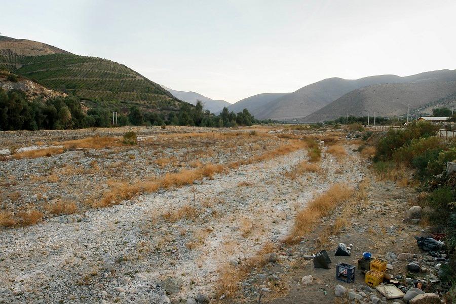 Parlamentarios piden que se declare emergencia ecológica y climática en Chile