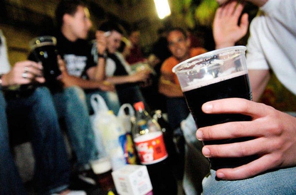 Anuncian creación de servicio especial para evitar venta de alcohol para menores de edad