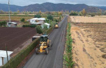 Personal de Vialidad del MOP trabaja en la conservación de caminos rurales de la Provincia de Curicó