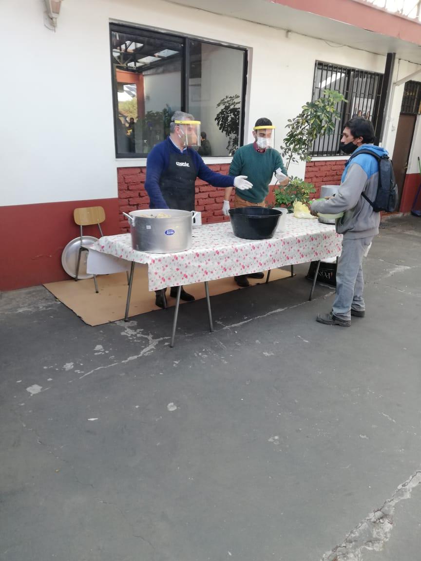 Comedor fraterno en parroquia de Molina  entrega más de 350 almuerzos