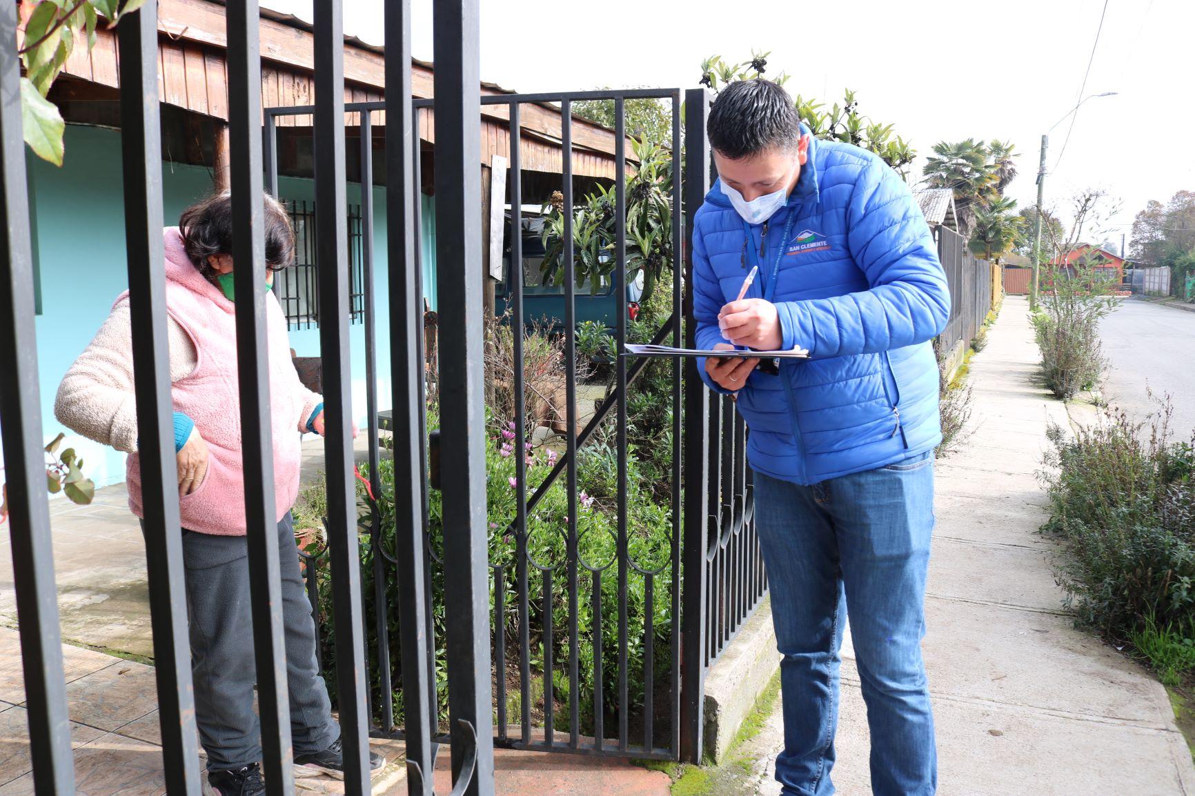 """Municipio continúa con la entrega de cajas del Gobierno del plan """"Alimentos para Chile"""" en San Clemente."""