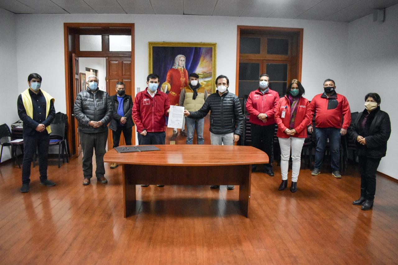 Intendente Prieto realiza firma de traspaso de recursos para zonas rezagadas