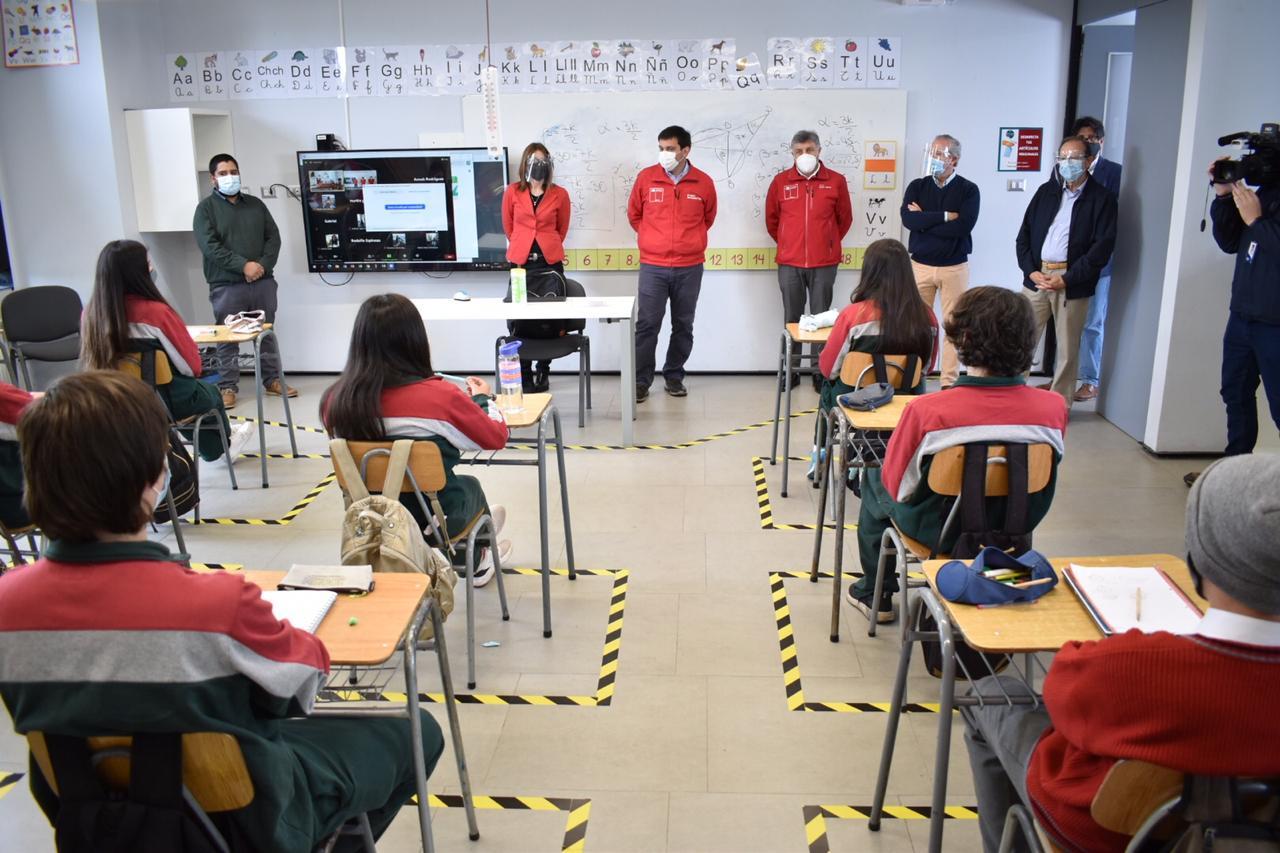 Intendente Prieto acompañó a Alumnos de colegio Alborada de Linares en su regreso presencial