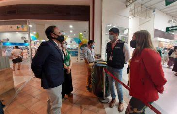 Cartera del Trabajo recorre comercios en Curicó en campaña informativa de seguridad laboral
