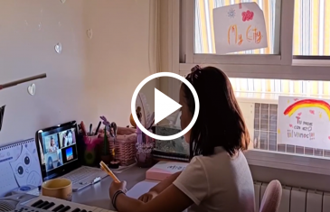 El municipio de Talca a través del DAEM ha implementado un plan comunal de enseñanza del idioma inglés que permite a niños y niñas de pre kinder y hasta cuarto básico iniciar su aprendizaje