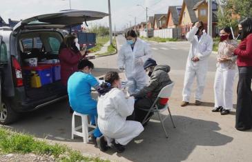Personas en situación de calle reciben atenciones de salud a través de la ruta médica en Curicó