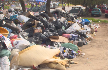 Se mantiene el paro de recolectores de basura, pero vecinos están preocupados ante la emergencia sanitaria en Talca