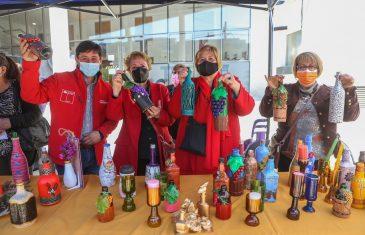 Unión comunal de Adultos Mayores de San Javier expuso a la ciudadanía artesanías de vidrio reciclado