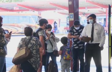 Transporte: no existe límite de aforo para verificar pasajeros de pie o asiento por medio en buses rurales, el decreto 212 establece solo 10 personas de pie